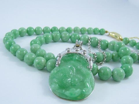 Green-jade-necklace-pendant-gold-diamonds-Chinese-carving